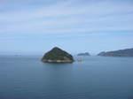 世久見からみた鳥辺島と常神半島
